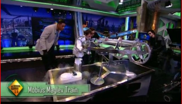 Will Smith is curious about the Möbius track on El Hormiguero